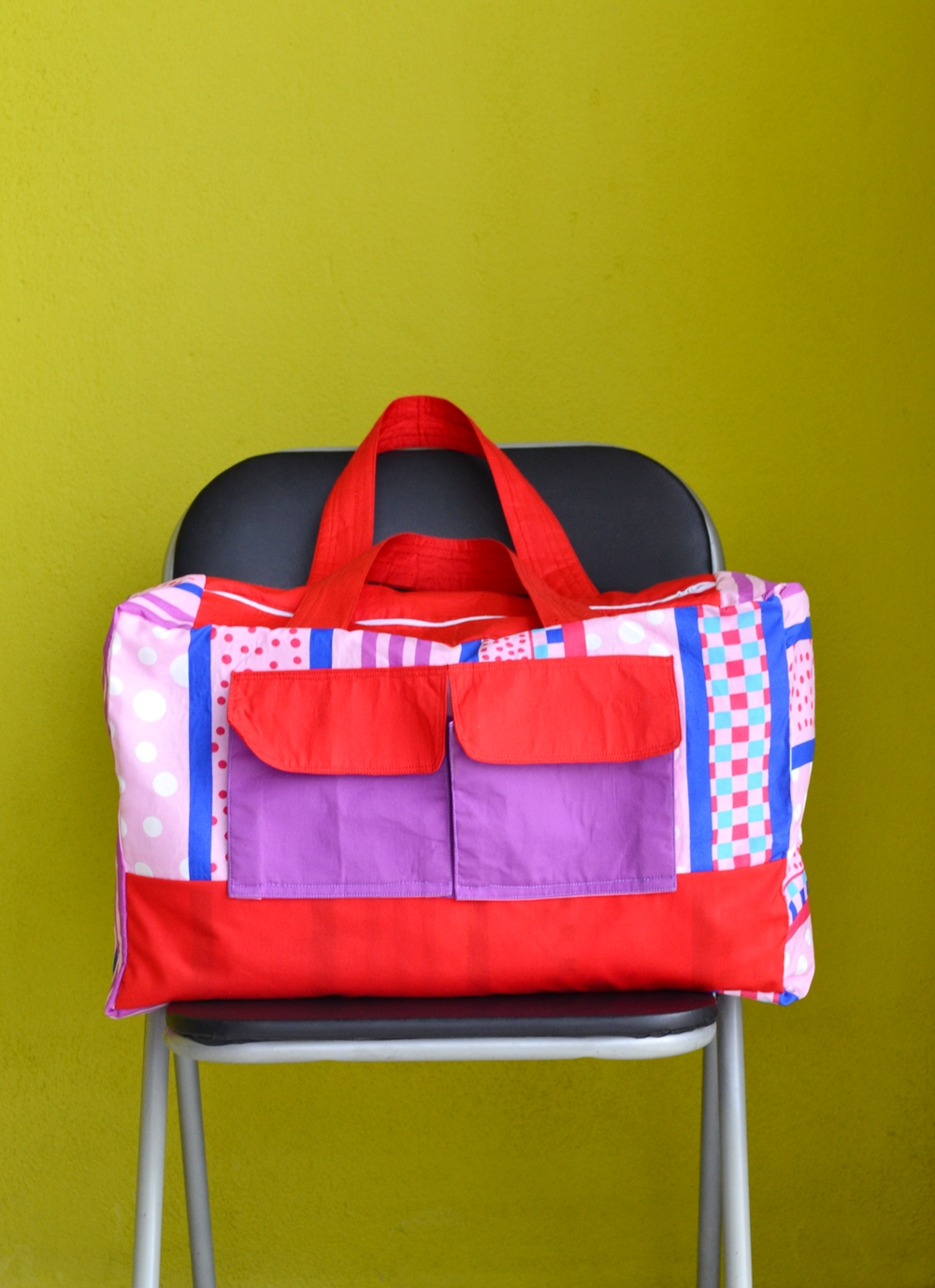Duffle Bag from Pillow Cover (Free Sewing Pattern) on believeninspire.com
