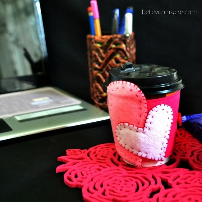 Hearty Felt Coffee Mugs' Cozy Tutorial with FREE Pattern on believeninspire.com