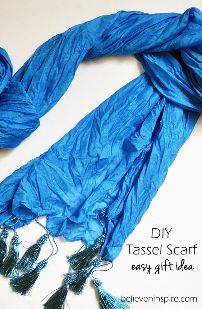 DIY Tassel Scarf (Easy Holiday Gifts) on believeninspire.com