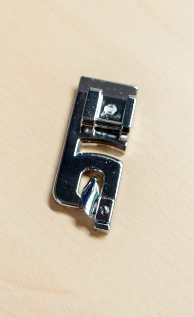 4 must have presser foot for beginners on sewsomestuff.com. 51