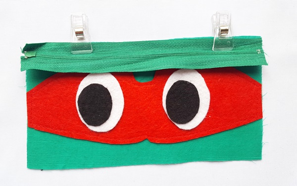 Ninja turtle pouch tutorial with free pattern by sewsomestuff.com7