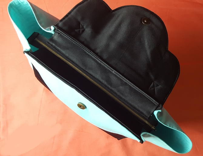 Trendy trapeze bag sewing pattern with recessed zipper