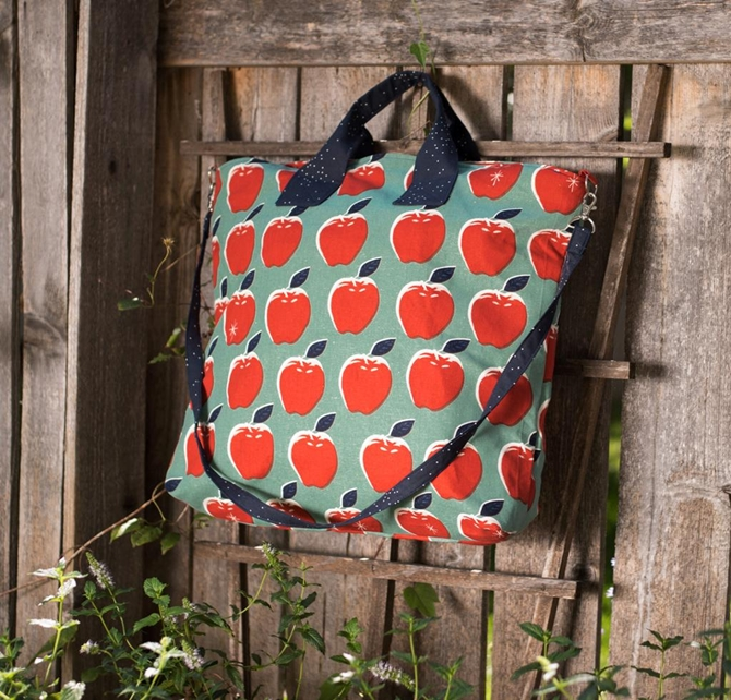 Green Bee On Holiday Bag Pattern Kit Cotton + Steel